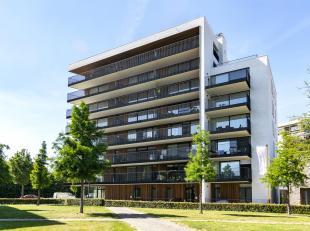 Prachtige nieuwbouw penthouse in een gebouw met 7 verdiepingen. Voor de afwerking is gekozen voor duurzame luxe materialen die we zelden terugvinden i