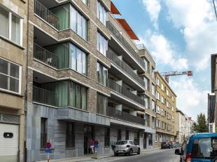 PARKING INBEGREPEN! Prachtig nieuwbouwappartement in project 'Peter Benoit'. Dit project is zeer centraal, doch rustig gelegen vlakbij het Harmoniepar