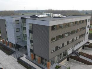 Nieuwbouw Mezzo Business Center gelegen aan de afrit nr. 26 v/d E313 en op enkele minuten van de verkeerswisselaar in Lummen, tegenover het Industriet