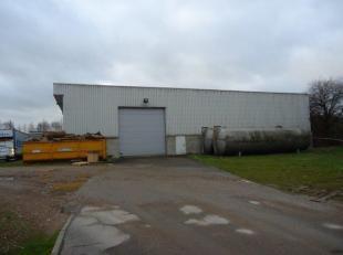 Bedrijfshal 1.800 m² (30 m. x 60 m.) met ruim buitenterrein gelegen op industrieterrein Genk-Zuid (Termien). Deze hal is gelegen tussen de E313 &