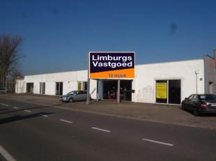 Commcieel zeer goed gelegen winkelruimte op TOPLOCATIE met een opp. van 900 m². Gelegen aan de drukke rijksweg tussen Maasmechelen en Lanaken. He
