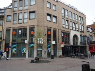 Investeringspand gelegen op toplocatie in het centrum van Genk, bestaande uit 4 commerciële panden, waarvan 3 gelegen op gelijkvloers waarvan er