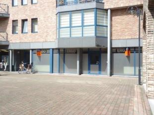 Goed gelegen winkelruimte van 145 m² met een etalagebreedte van maar liefst 12.60 meter, vlakbij de hoofd winkelas en het nieuwe stadsdeel Kanaal