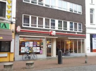 Commercieel gelijkvloers 120 m² met veel passage en uitstekende ligging in de Demerstraat op zichtlocatie vanaf de Kleine Ring. Goede aansluiting