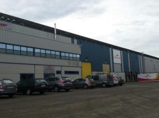 Bedrijfshal met een oppervlakte van 7.200 m² gelegen op het industrieterrein Genk-Zuid, nabij de APERAM vestiging en de afrit 31/32 E313 en E314.