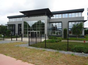 Representatieve moderne kantoren goed gelegen aan de afrit nr. 26 E314 vlakbij de verkeerswisselaar Klaverblad. Deze kantoren zijn 332 m² groot.