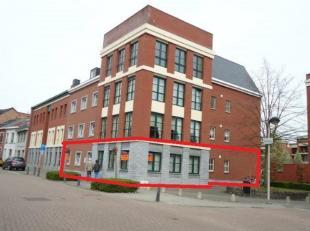 Kantoorruimten groot ong. 200m² vlakbij kleine ring aan het Dusartplein. Vlakbij U Hasselt, Kapermolen, scholen, administratief centrum, bushalte