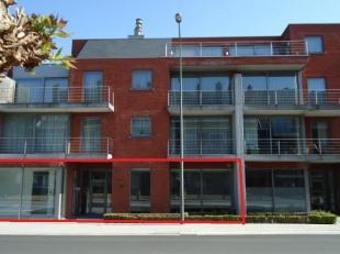 Moderne kantoren 322m² met 8 buiten autostaanplaatsen, 4 ondergrondse garages ( 2x2 achtereen) en 3 ruime kelders, nabij Grote Ring. Goede aanslu