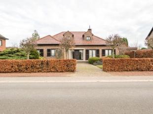 Mooie villa in landelijke bouwstijl, rustig gelegen in een gegeerde residentiele buurt van Hasselt op ong. 25a. fac ong. 24m. Bouwjaar 1978. INDELING