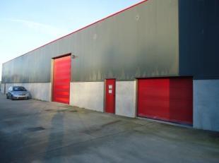 Bedrijfshal295 m² met inpandige kantoren groot ong. 30m². Voorzien van kitchenette en sanitaire ruimte met douches en toiletgroep M/V, de ha