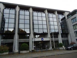 Goed uitgeruste representatieve kantoren in mooi kantoorgebouw aan het Leopoldplein centrum Hasselt. Nuttige oppervlakte 436 m² op het 1°verd
