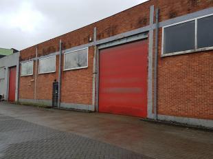 Bedrijfspand 360 m² met 50m² inpandige kantoren, gelijkvloers en eerste verdiep. Voldoende parkeergelegenheid op eigen terrein. Goed gelegen