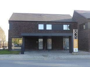 Op de invalsweg van Ichtegem naar Aartrijke, treft u deze moderne en volledig afgewerkte nieuwbouwwoning met een hart voor licht en groen.<br /> <br /