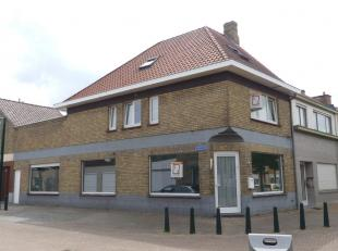 Multifunctioneel opbrengsteigendom bestaande uit 2 woonentiteiten, nl. een gelijkvloers- en duplexappartement. <br /> <br /> Het gelijkvloersapparteme