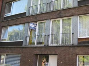 appartement 1ste verdieping aan de Yvan Maquinaylei 54-56 te Deurne. Indeling: hall, wc, keuken, living, twee slaapkamers, badkamer met douche en lava