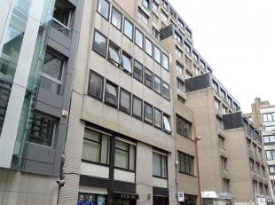 In Antwerpen, centraal gelegen: opbrengsteigendom te koop met 20 verhuurde kantoren waarvan de netto huurinkomsten  +/- 116.600 EUR per jaar bedraagt.