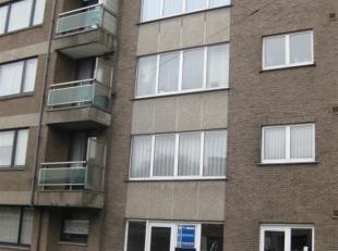 Instapklaar appartement op het gelijkvloers te huur in Merksem. Inkom-wc-twee slaapkamers waarvan een met deur naar terras (56m2)-badkamer met douche,
