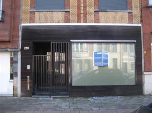Klein kantoor te huur aan de Diksmuidelaan 210, 2600 Berchem. Het pand heeft een oppervlakte van 36m2 en bestaat uit een gelijkvloers.De huurprijs is