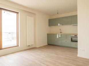 Smaakvol gerenoveerd (2019) dakappartement te Deurne.<br /> Indeling: hal met ruime opbergkast, apart toilet met handwasser, living (zicht op dakterra