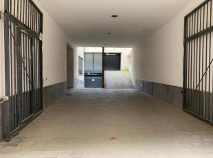 Binnenstaanplaats te huur aan de Lange Nieuwstraat 47-49. De autostaanplaats bevindt zich op -2, via de autolift kan u naar beneden. De huurder dient