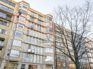 Uniek appartement van maar liefst 220m² gelegen op de 5e verdieping op de Van Eyck lei, aan het Stadspark. Enorm veel lichtinval, authentieke ele