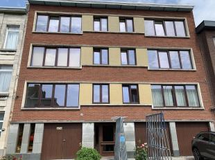 Een volledig gerenoveerd appartement te huur op de 2de verdieping aan de Drukpersstraat 25b, 2610 Wilrijk. Dit appartement omvat een Inkomhall, met in