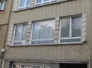 Appartement te huur op de 2de verdiep te Deurne. Indeling: hall-berging-wc-badkamer (met douche, lavabo en aansluiting voor wasmachine), twee slaapkam