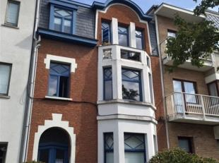 Appartement te huur op de 2de verdieping aan de Guido Gezellelaan 110, 2640 Mortsel. Dit appartement omvat een Living - Keuken - Badkamer, met douche
