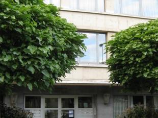 Een studio te huur op de 10de verdieping aan de Jan Van Rijswicjklaan 166a, 2020 Antwerpen. De studio omvat een Inkom - Living/Slaapruimte - Kitchinet
