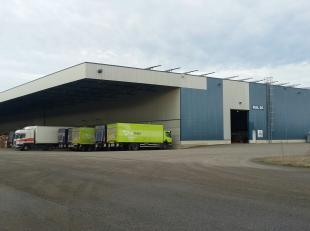 Goed gel. opslaghallen (hal 50) geschikt voor logistieke activiteit in industriezone nabij Ford fabrieken en afrit 31/32 van E313. <br /> <br /> Ruime