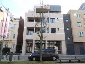 Prachtig luxueus appartement gesitueerd op de tweede verdieping met een oppervlakte van 230 m² en 30 m² terras gebouwd in 2006. De ligging o