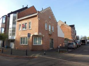 Exclusief wonen in karaktervol hoekhuis art-decostijl in het centrum van Hasselt. <br /> <br /> Vlak buiten de kleine ring van het bruisende centrum