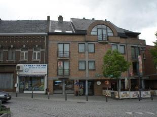 Centraal gelegen appartement met 2 slaapkamers, garage en terras in het centrum van Diepenbeek.<br /> Het appartement ligt op de 1ste verdieping.<br /