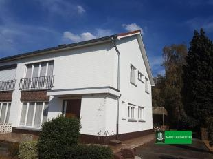 Rustig gelegen half open bebouwing op ca 11 are.<br /> Dit huis met een bewoonbare oppervlakte van ca 165 m² is leuk en centraal gelegen op Boxbe