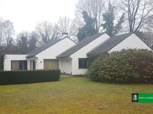 Deze residentieel en uitstekend gelegen villa ligt op een perceel van ruim 25 are.<br /> Met een woonoppervlakte van 223 m², een optimale indelin