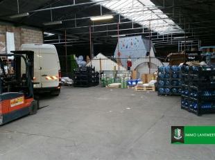 Opslagruimte van 530 m² nabij Genk centrum.<br /> Deze 530 m² opslagruimte-magazijn maakt deel uit van een groter complex en is rustig geleg