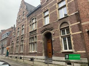 Impressionant gebouw - voormalige muziekacademie -  van ±  900 m² met 2 toegangswegen en zéér ruime tuin met aanpalende woni