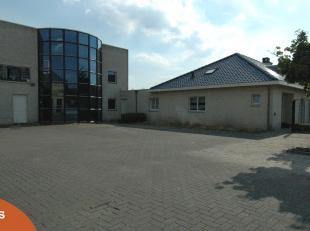 Zeer mooi bedrijfspand met ruime aanpalende woning gelegen in ambachtelijke zone nabij centrum Hamont, met alle voorzieningen.<br /> <br /> Bedrijfspa