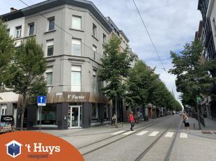 Charmant appartement op het zuid in Antwerpen. Het appartement bevindt zich op de 2e verdieping en heeft een zeer correct energielabel B (194 kWh/m2/j