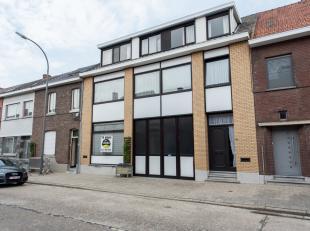 Magazijn/werkplaats met kantoren gelegen te Hasselt, Runkstersteenweg 277.<br /> <br /> Gunstige ligging op 3km van het centrum, 300m van de Boerenkri