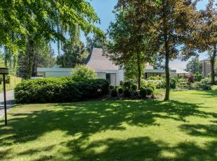 Charmevolle villa rustig en residentieel gelegen te Hasselt, Mombeekdreef 72.<br /> <br /> Unieke toplocatie op slechts 5 km van het centrum en op 1km