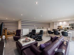 Op slechts 100 meter van het bruisende stadscentrum van Bree ligt dit moderne, gelijkvloerse appartement met 110m² bewoonbare oppervlakte in de b