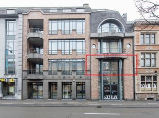 Uiterst gezellig appartement van 100m2 voorzien van alle comfort op een unieke toplocatie aan de kleine ring van het bruisende Hasselt Centrum. Dit ap