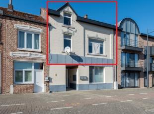 RUIM DUPLEX APPARTEMENT VAN 130M² MET 4 SLPKS, VOLLEDIG GERENOVEERD IN 2016!<br /> <br /> We vinden dit mooie duplex appartement terug in het cen