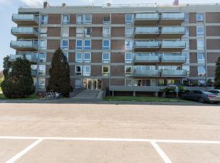 Cosy en enorm licht appartement van 80m2 voorzien van 1 slaapkamer en een schitterend terras van 16m2. Het appartement bevindt zich op het 6e verdiep