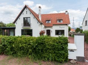 DEELS GERENOVEERDE VILLA MET KARAKTER.<br /> <br /> Deze charmante woning vinden we terug op de Maastrichtersteenweg te Hasselt. Op slechts enkele km'