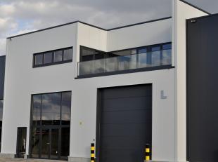 """Het bedrijvencentrum """"Bilzen Noord"""" is gelegen op het bedrijventerrein van Kieleberg en omvat 13 modulair geschakelde bedrijfshallen met een breedte v"""