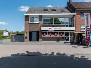Gelijkvloerse handelsruimte met aparte woonst gelegen in de dorpskern van Membruggen, Dorpsstraat 90.<br /> <br /> Op slechts 5 km van het centrum van
