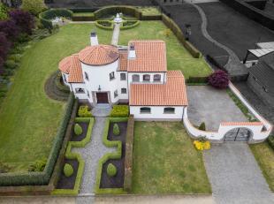 RUIME VILLA OP RUSTIGE EN ZW-PERCEEL VAN 17A50CA!<br /> <br /> Uiterst charmante Provencaalse villa gelegen op een schitterend ZW-georiënteerd pe