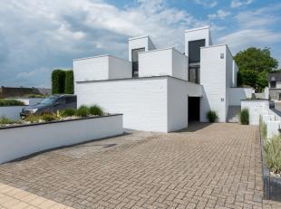 Deze moderne woning te Vlijtingen geniet van een rustige ligging met toch op korte afstand van praktische voorzieningen. De autosnelweg bereik je op 5